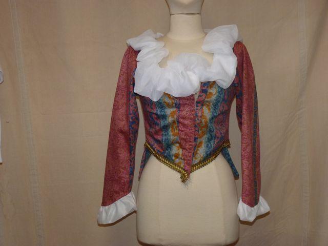 veste satin rouge et bleue