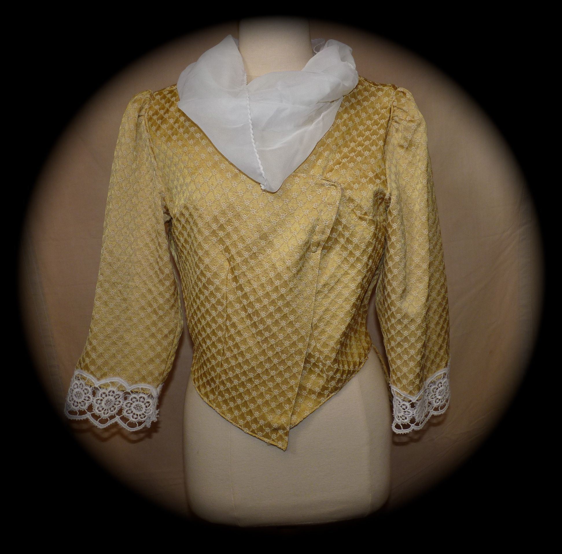 veste damassée jaune