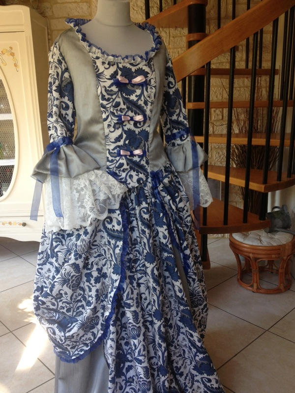 robe-d-aristocrate-fin-XVIII-eme-siecle
